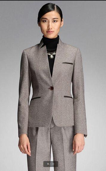 灰色正装西服